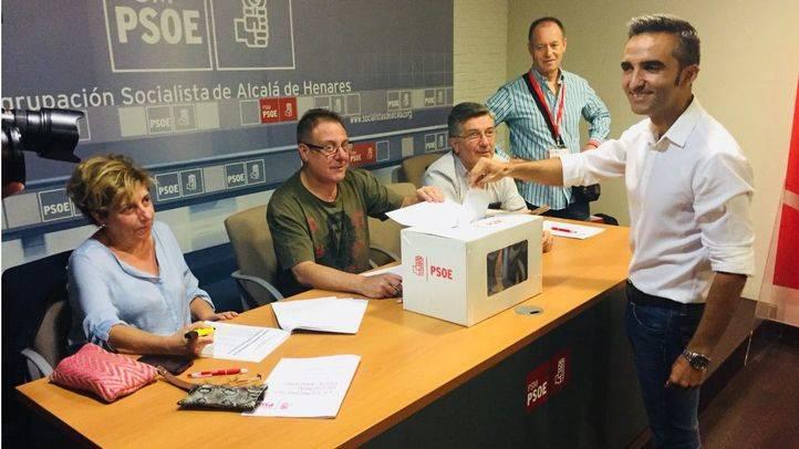Eusebio González Jabonero vota en las primarias del PSOE-M