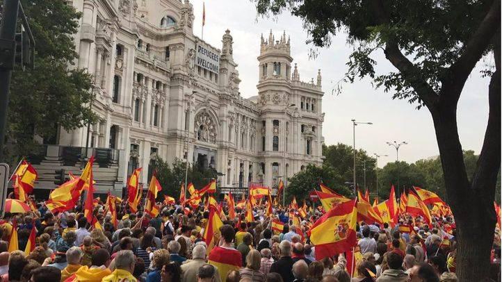 Concentración en Cibeles contra el referéndum catalán