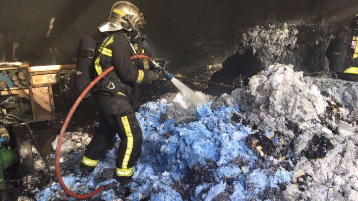 Incendio en una nave industrial en Valdemoro