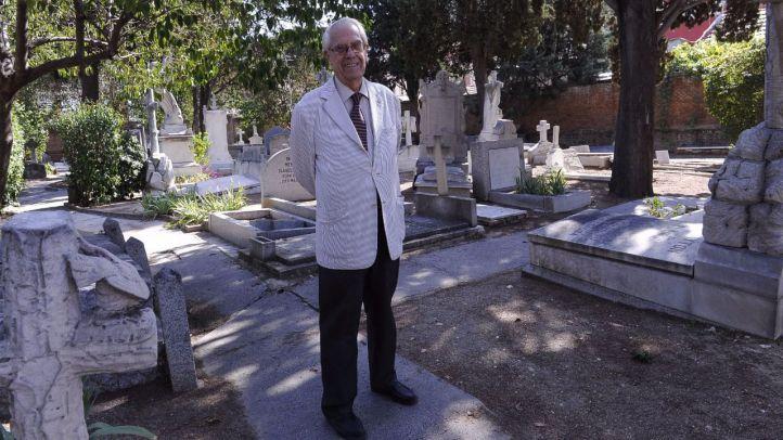 David J.Butler nos abre las puertas del Cementerio Británico