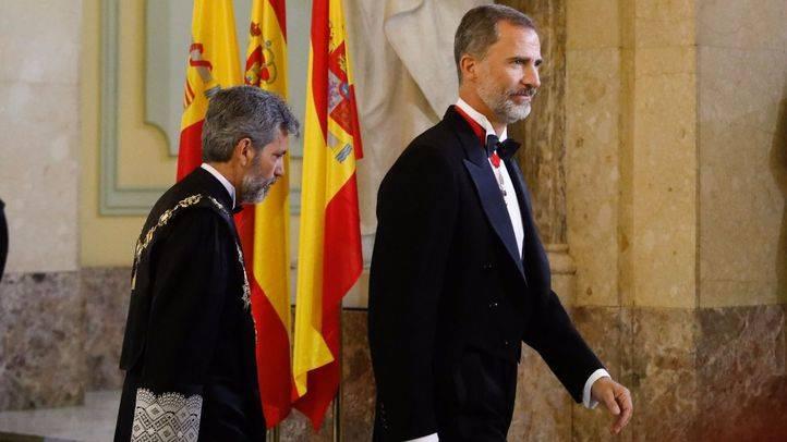 El Rey Felipe VI junto a Carlos Lesmes, presidente del Tribunal Supremo y del Consejo General del Poder Judicial (CGPJ).