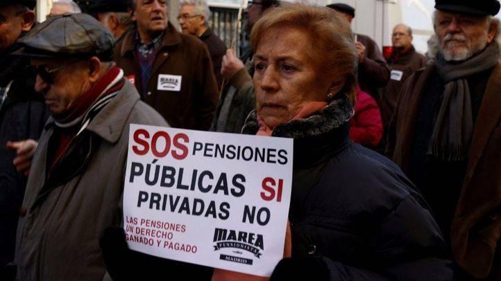 Manifestación convocada por la plataforma Mayores en Acción en defensa del poder adquisitivo de las pensiones y por la garantía de los servicios básicos.