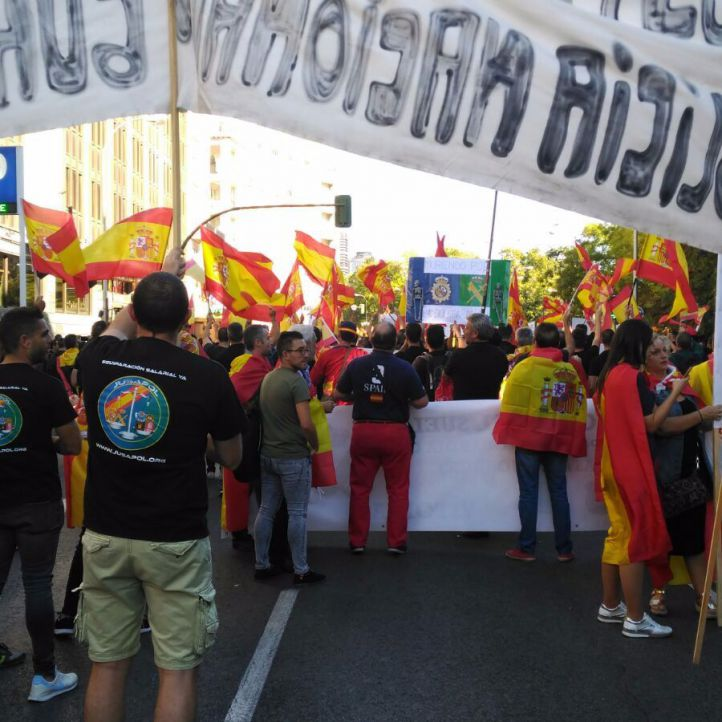 Concentración de Policía Nacional y Guardia Civil por la igualdad salarial