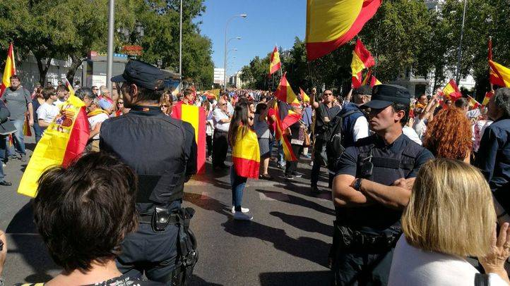Cordón policial entre los manifestantes
