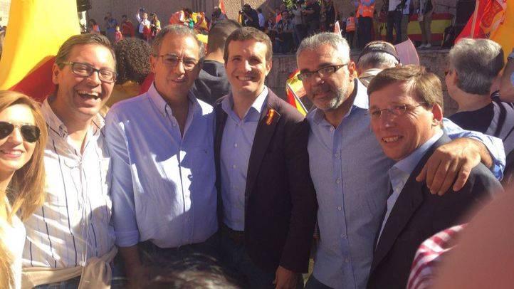 Martínez-Almeida asiste a la concentración en Colón