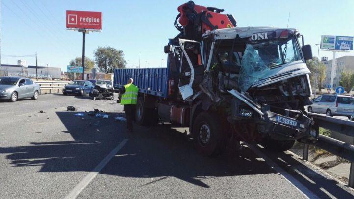 Accidente en cadena sin heridos con cinco camiones y tres turismos en la A-5