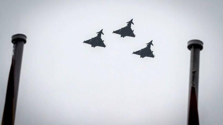 Tres cazas 'Eurofightter' en el desfile de las Fuerzas Armadas. (Archivo)