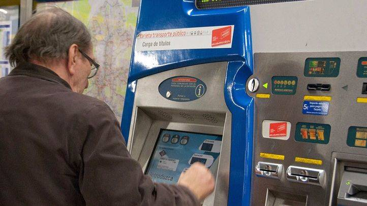 Máquina expendedora billetes y abonos Metro.