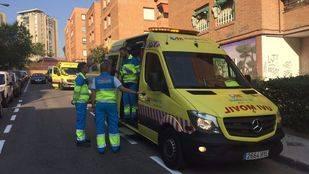 La ambulancia del Summa que ha atendido el parto en la calle Tembleque, en Aluche