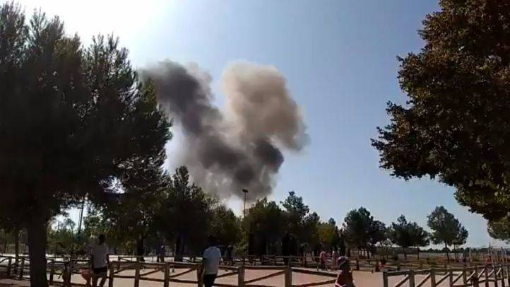 Columna de humo que ha dejado el siniestro de un Eurofighter en Albacete tras participar en el desfile del 12 de Octubre