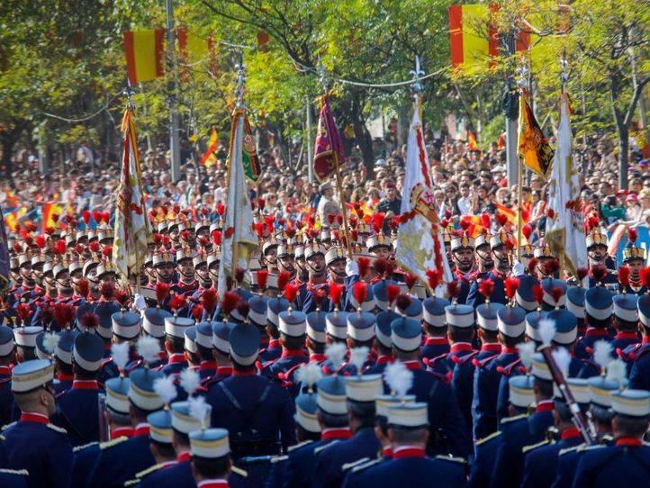 Miles de personas asisten a un desfile marcado por el conflicto catalán