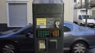 El Ayuntamiento de Madrid prohibe aparcar en toda la zona SER al aplicar la fase dos del protocolo contra la contaminación.