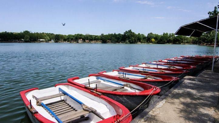 Barcas en el lago.