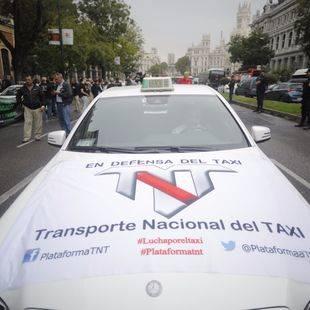 Nueva batalla del taxi contra los VTC frente a la CNMC