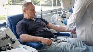 Hombre donando sangre. (Archivo)