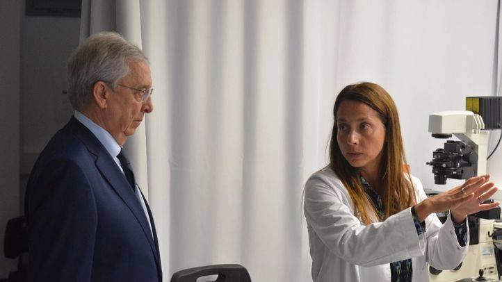 Josep Miquel Abad, director general El Corte Inglés Catalunya, y la doctora Violeta Serra
