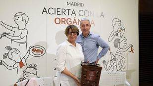 Inés Sabanés y Víctor Sarabia han presentado el nuevo cubo marrón.