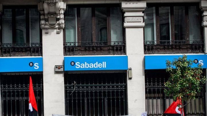 La sucursal de Zurich cambia su sede social a Madrid y el Sabadell se lo piensa