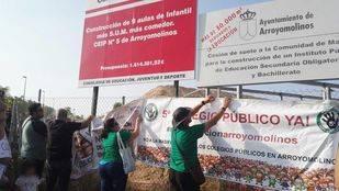 Concentración en Arroyomolinos por la construcción del centro escolar.