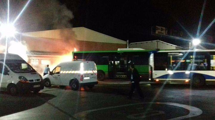 Arde un autobús en las cocheras de Getafe