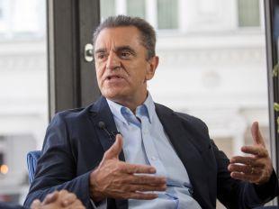 Franco nombra una Ejecutiva de 50 miembros