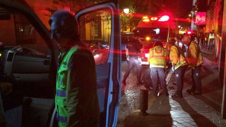 Los servicios de emergencias atienden al hombre herido