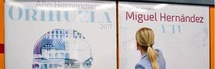 Cifuentes y Metro homenajean a Miguel Hernández