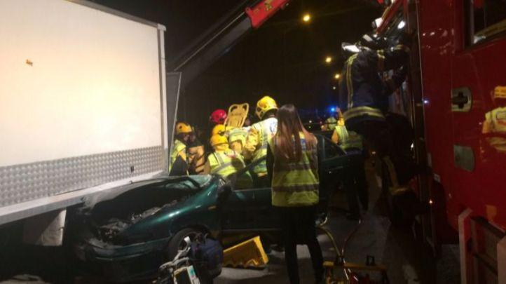Herido grave al chocar un coche contra un camión en la Albufera