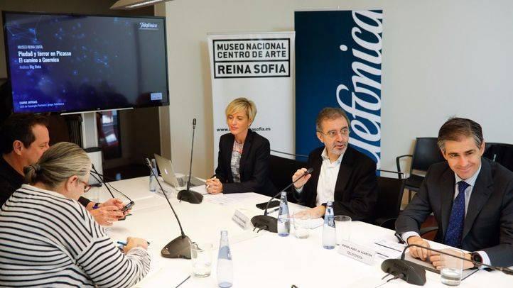 en la presentación, han estado presentes el director del museo, Borja Villel, y rafael Pérez de Alarcón de Telefónica.