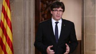 Nuevo desafío de Puigdemont: comparece tras su cese y rechaza la aplicación del 155