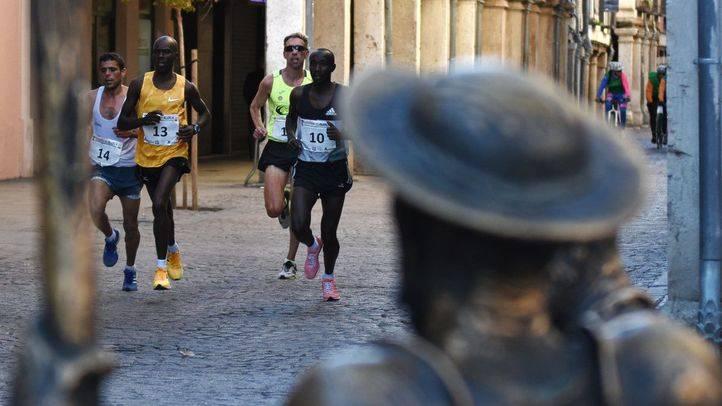 Miles de atletas han recorrido el centro de Alcalá