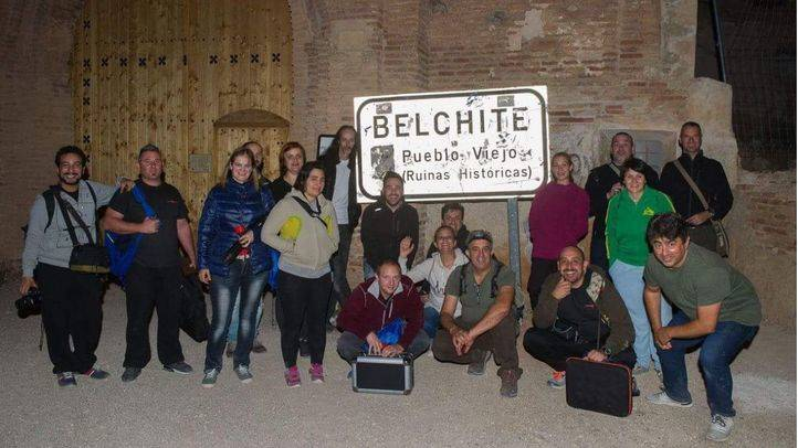 Grupo de participantes de la noche de investigación en Belchite