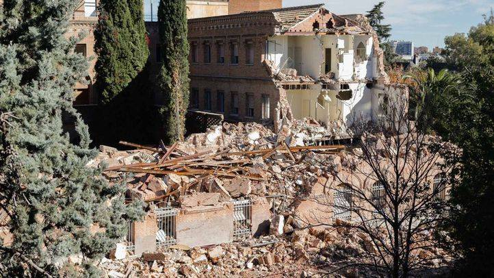 Inicio de las obras de seguridad y apuntalamiento en el convento de las Damas Apostólicas tras la denegación del derribo.