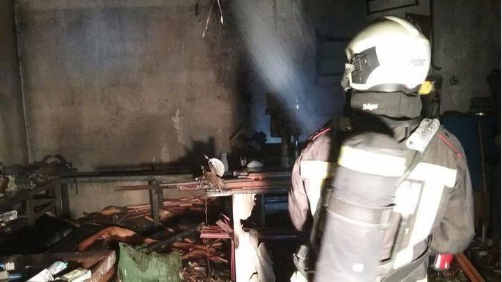 Incendio en una f brica de puertas blindadas de un - Fabrica de puertas en madrid ...