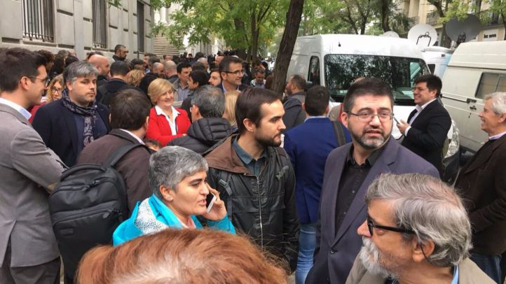 Carlos Sánchez Mato, a las puertas del Tribunal Supremo como muestra de apoyo a los miembros del Parlament de Cataluña que tenían que declarar este jueves.