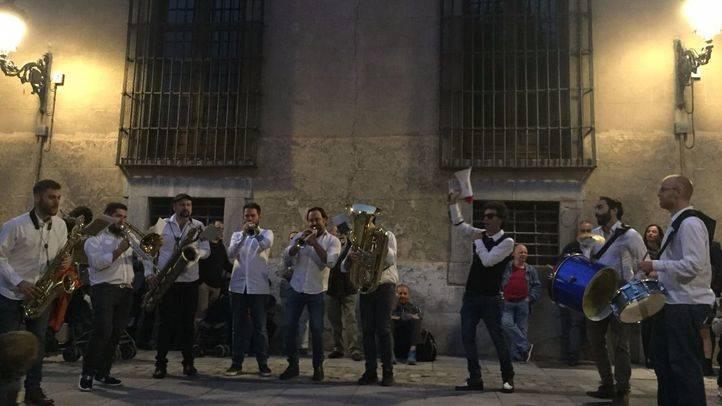 Apertura de JazzMadrid 2017 con pasacalles de la Nola Brass Band en la Plaza de las Comendadoras