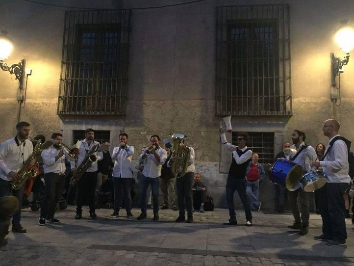 Pasacalles de bienvenida a cargo de Nola Brass Band