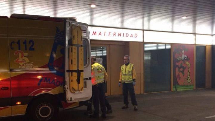Los servicios de emergencias trasladaron a la mujer y su bebé al hospital