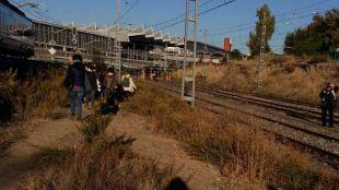 Unos 200 viajeros, obligados a andar por las vías hasta Atocha