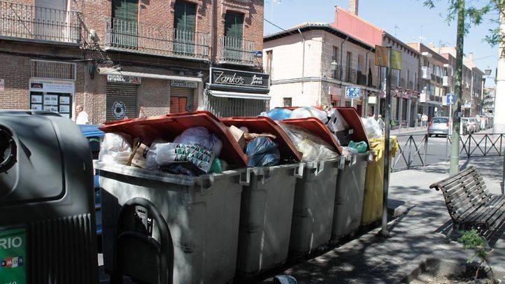 Basura y suciedad en el distrito de Villa de Vallecas.