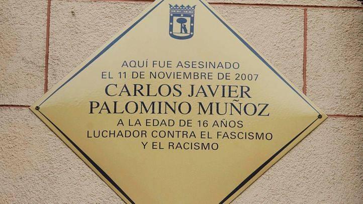 Placa conmemorativa en recuerdo de Carlos Palomino inaugurada en 2016 por el Ayuntamiento de Madrid