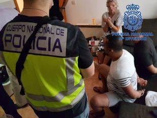 Tres detenidos por prostituir a una mujer 12 horas al día en Montera