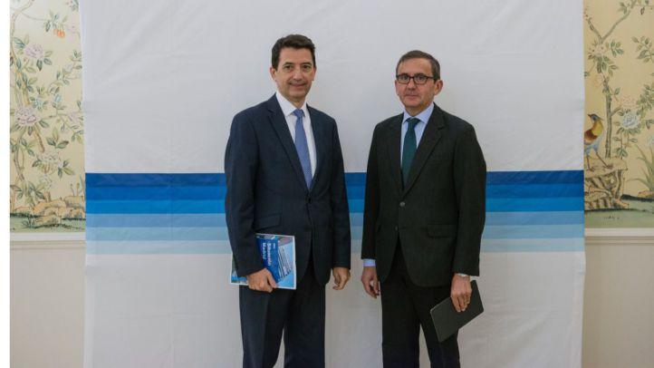 De izquierda a derecha. Rafael Doménech, responsable de Análisis Macroeconómico de BBVA Research? y Juan Carlos Hidalgo, director Territorial Centro. ??