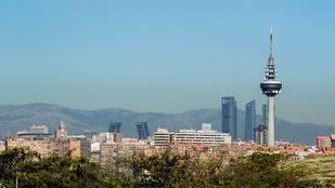 El billete anticontaminación del PSOE hace parada en un tenso Pleno