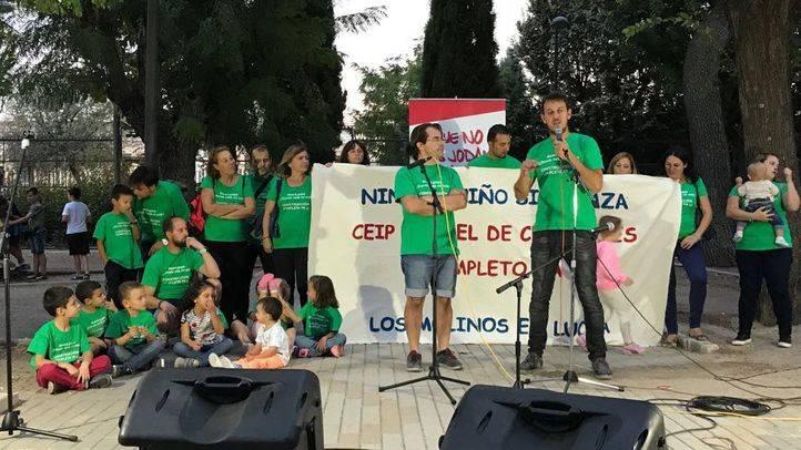 Madres y padres terminan el encierro en el CEIP Miguel de Cervantes