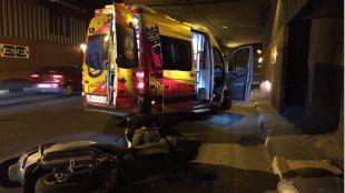 Imagen del accidente que ha acabado con la vida de un motorista de 52 años en el túnel de Monforte de Lemnos.