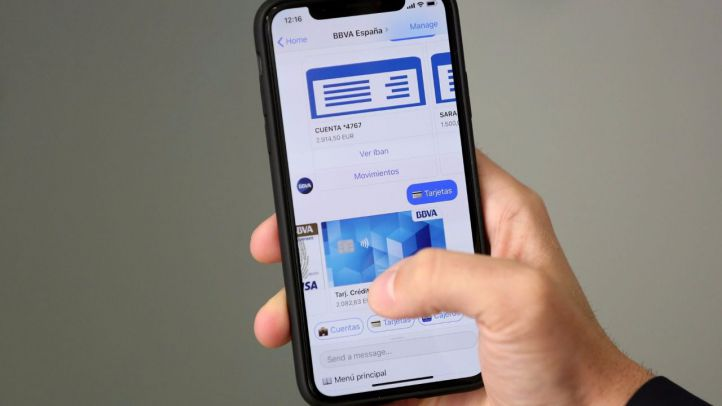 BBVA permite enviar dinero a otros móviles a través de la voz y vía 'chatbots'