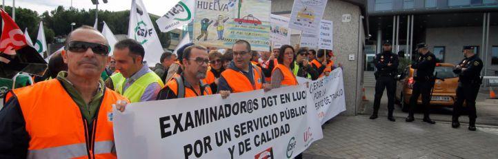 Los examinadores de tráfico alargan la huelga un mes más
