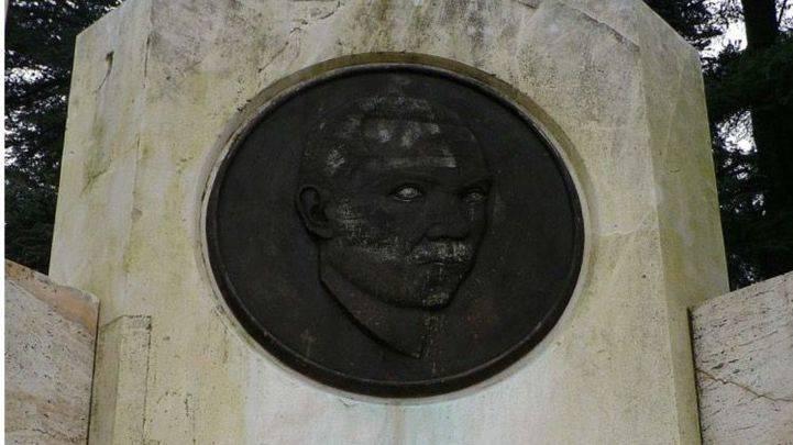 Estatua a Miguel Hernández en el Parque del Oeste