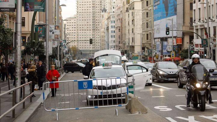 Primera mañana del plan progresivo para peatonalizar parcialmente la Gran Vía.